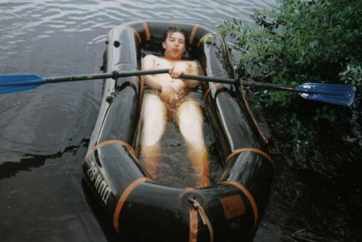 Секс на рыбалке в резиновой лодке видео
